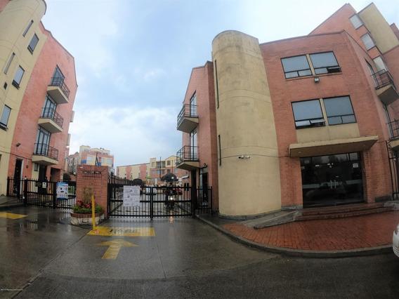 Rentahouse Vende Casa En Club Los Lagartos Mls 19-618