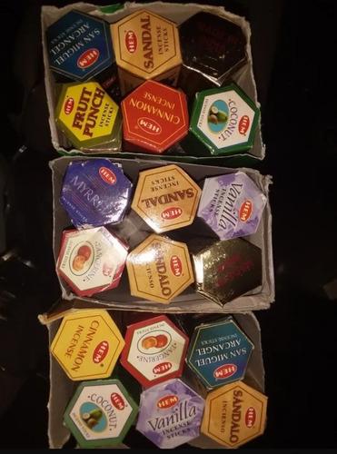 1 Caja de 6 Paquetes Hexagonales con 20 Varillas Cada uno AROMASENSES Incienso Clavo Sac .