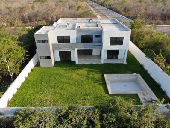 Casa En Venta Al Norte De Mérida, Privada Phula