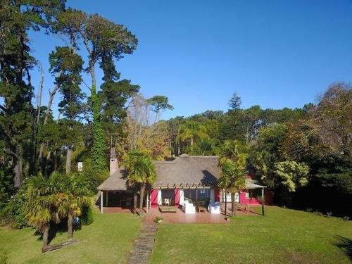 Imagen 1 de 7 de Excelente Cabaña Sobre La Laguna Del Sauce