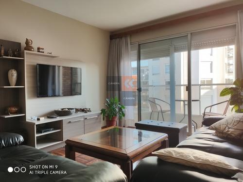 Apartamento A La Venta De 3 Dormitorios Y Servicio En Pocitos Nuevo- Ref: 8216