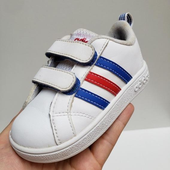 Zapatillas adidas Para Niños, Con Abrojos. Talle 22