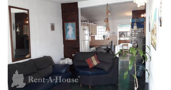 Casas En Venta La Puerta Cabudare 20-11238 Rg