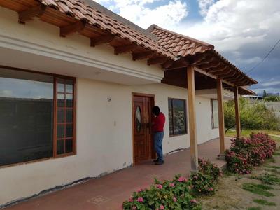 Casa En Sta Rosa Ambato, 2 Habitaciones Y 3 Baños