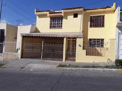 Casa De 2 Pisos En Renta En Tabachines