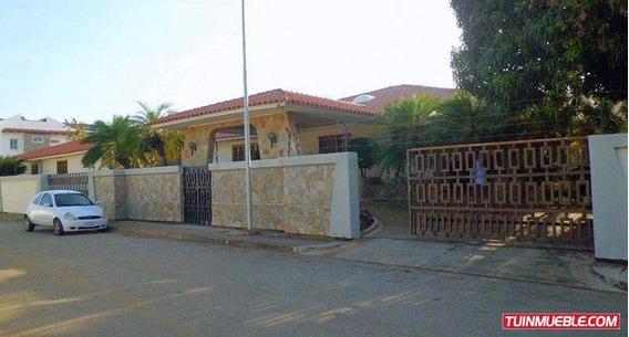 Casa En Venta- Urb. Costa Azul