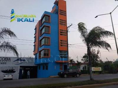 Edificio En Renta La Calzada