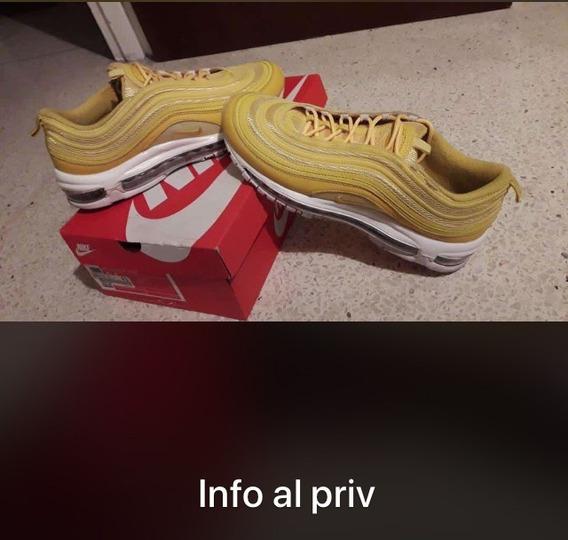 Zapatos Deportivos Nike. Poco Uso. Talla Us 9.5 / 43