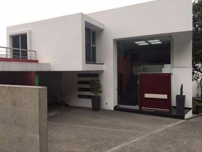Hermosa Residencia Estilo Moderno En Renta, Condado De Sayavedra.