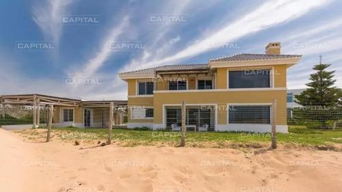 Casa De Cuatro Dormitorios Frente Al Mar - Tio Tom- Ref: 30798