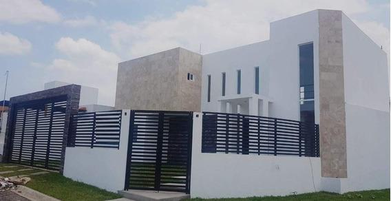 Preciosa Casa En Terreno Amplio. 4 Rec, 3 Baños, Nueva.
