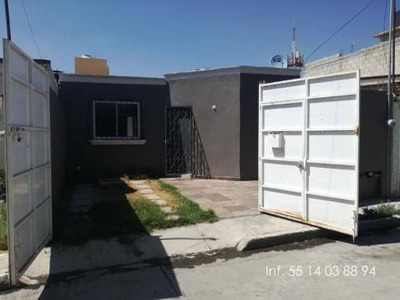 Casa Sola En Venta Col. La Paz, Bonita Y Centrica.