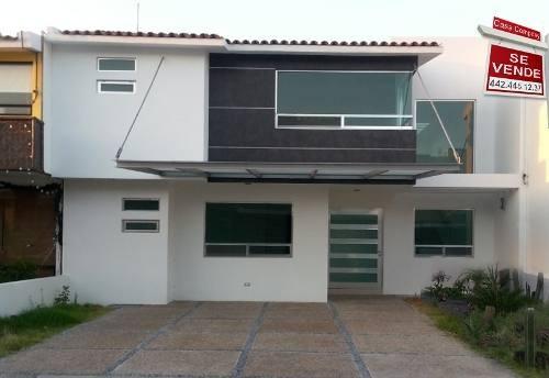 Preciosa Residencia En Centro Sur, 3 Recámaras, 3.5 Baños, Despacho, Cto Serv,.