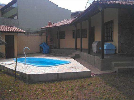 Casa Em Amparo Bairro Jardim Adélia - V1360