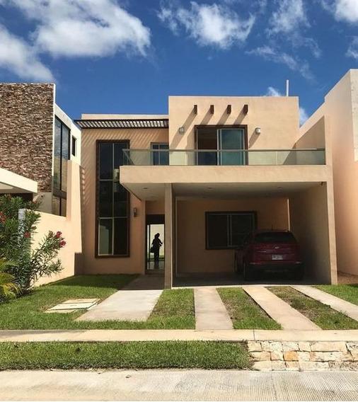Casa En Venta En Cholul,privada Parque Central,mérida,yucatán