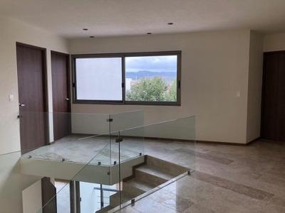 Preciosa Casa De 2 Plantas En Fracc. Club De Golf La Loma En San Luis Potosã