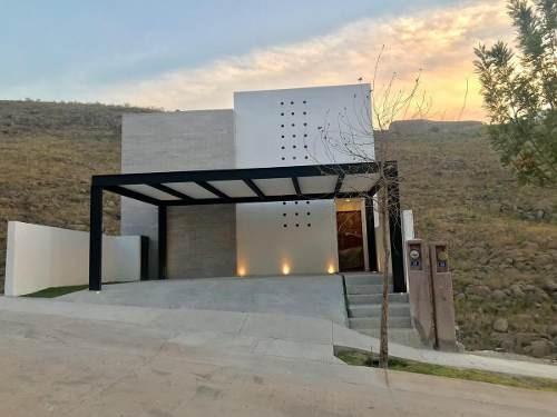 Casa En Venta En Fraccionamiento Monterra, San Luis Potosi