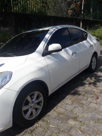 Nissan Versa 1.6 16v Sl Flex 4p 2014