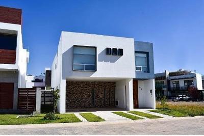 Casa En Venta En Provenza Residencial, Tlajomulco De Zúñiga