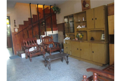 Casa En Venta, Dos Dormitorios, Cochera Y Patio