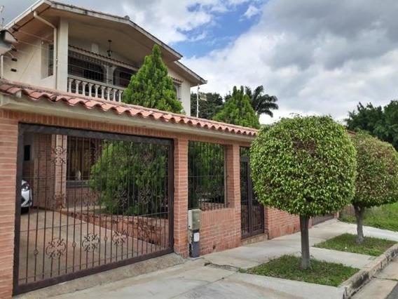 Casa En Venta En Trigal Norte, Valencia Carabobo 20-4714 Em
