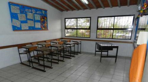 Sitio Ofrece En Venta Ex Colegio En Maldonado