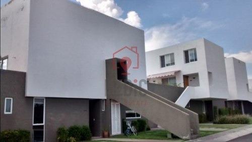 Renta Casa 2 Habitaciones + Sala De T. V. En El Mirador, Querétaro.