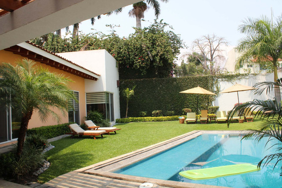 Casa Un Piso Vista Al Jardín, 3 Recámaras 3.5 Baños 2 Coches