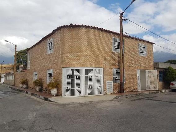 Casa En Venta Guatire Kl Mls #19-9766