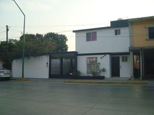 En Venta Casa Residencial En Zona Comercial En La Colonia Unidad Nacional, Ciudad Madero, Tamaulipas