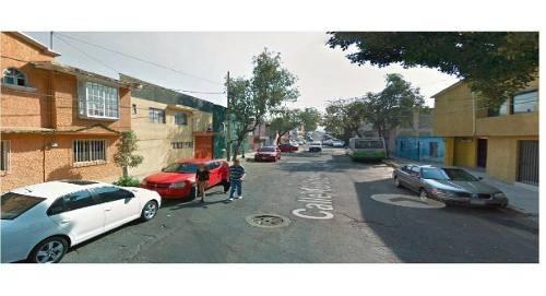 Se Vende Casa Grande Con 3 Recamaras, 2 Baños, 2 Autos, Bien Ubicada