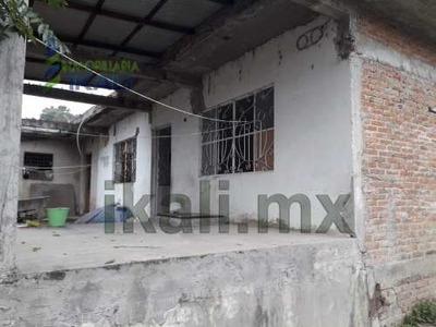 Vendo Casa 4 Habitaciones Col. La Ceiba Poza Rica Veracruz. Venta Casa De 1 Planta Ubicada En La Calle Berriozabal Esquina Av. Libertad. Cuenta Con Un Estacionamiento Descubierto Para 10 Automóviles,