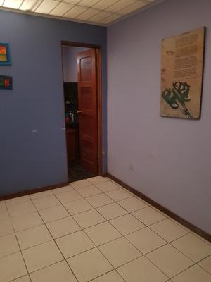 Se Alquila Dormitorio En Santa Barbara De Heredia