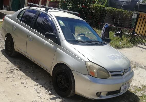 Toyota Yaris Automovil