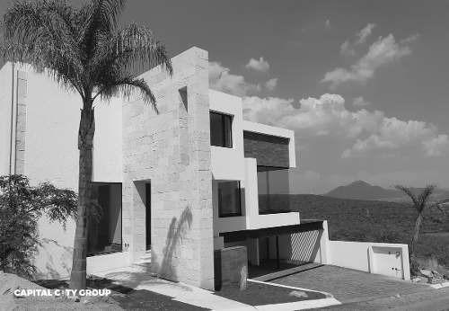 Espectacular Residencia Con Alberca Privada En Vista Real Country Club