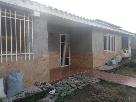 Casa En Venta En Turmero- Urb Valle Fresco: 20-1426 Gjg