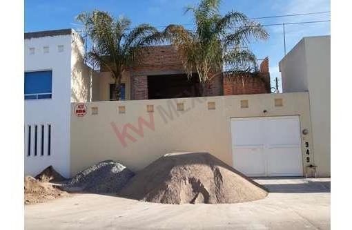 Casa Venta En Jardines Del Estadio $2,300,000.00 Con Habitacion Y Baño Completo En Planta Baja