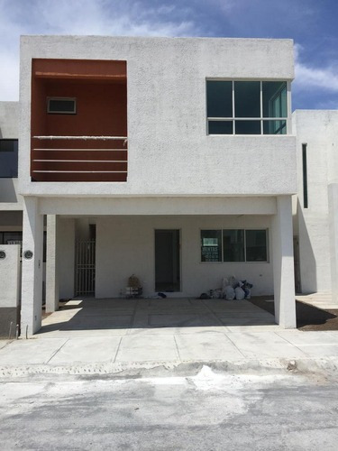 Casa En Venta En Privada De Residencial Valle Azul