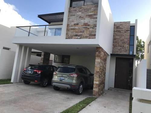 En Renta Excelente Casa En Privada En Parque Central, Al Norte De Mérida, Yuc., Méx.