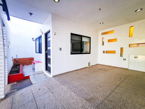 Imagen 1 de 14 de Centro Casa En Renta Cerca Avenida Itzaes Y Hospitales En Merida