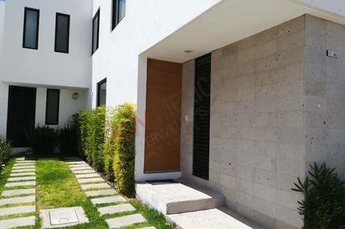 Casa En Renta En El Refugio En Condominio, Querètaro, Qro.