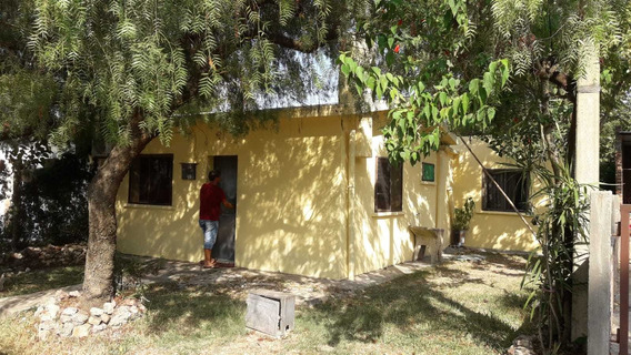 Alquilo Casa Tres Dormitorios En Guichón Impecable Estado!!!