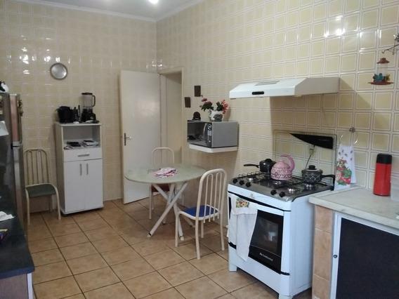 Casa Com 2 Quartos, 1 Suite E 1 Banheiro, Churrasqueira