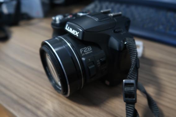 Câmera Panasonic Lumix Dmc-f200 24x Zoom F2.8 Toda Extensão