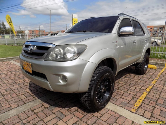 Toyota Fortuner Srv 3.0cc 4x4 At Aa 7psj