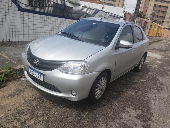 Toyota Etios Sedán Xls