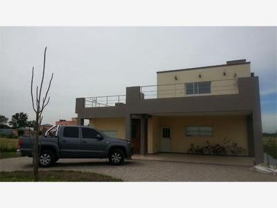Excelente Casa Dentro Del Barrio Priv. La Magdalena Canning