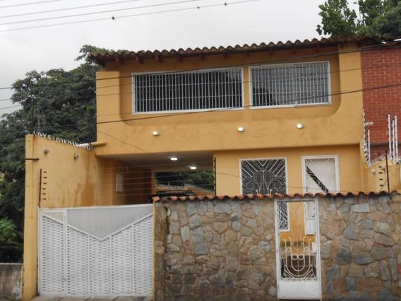 Quinta En Venta El Castaño Callejón Palmarito 19-193624 Hcc