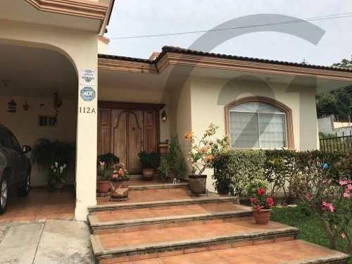Casa Residencial De 2 Niveles En Venta, Col. Lomas De Rosales, Tampico, Tamaulipas.