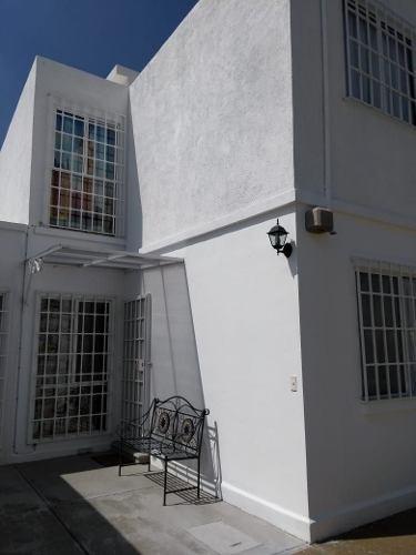 Venta De Hermosa Casa En Fracc. Viñedos De 2 Pisos 3 Recámaras